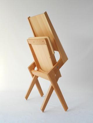 木製折り畳み椅子 畳んだ状態のデザイン