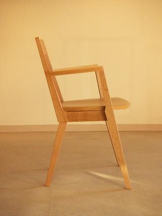 オリジナルデザイン木製椅子 Kアームチェアー横