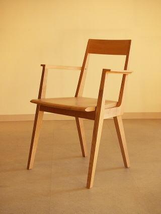 オリジナルデザイン木製椅子 Kアームチェアー