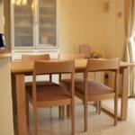 北欧スタイルのテーブル