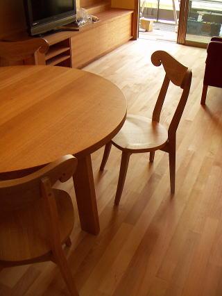 シープチェアーと丸テーブル