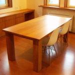 イームズの椅子とナラ材38mm厚テーブル
