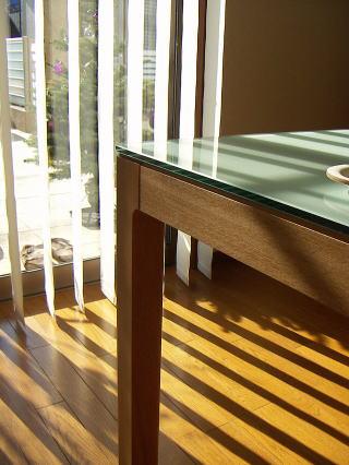 テーブルの脚部