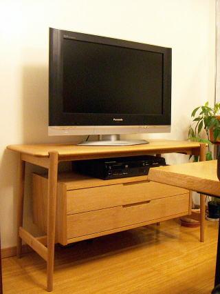 クラフト感のあるテレビ台
