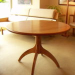 シェーカー風丸テーブル