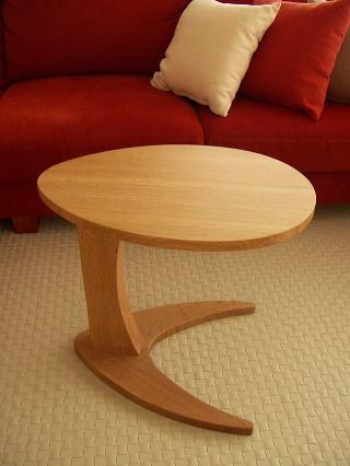 たまご型サイドテーブル