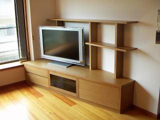 コーナーのテレビリビングボード