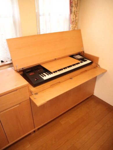 電子ピアノ台 譜面台を閉じた写真