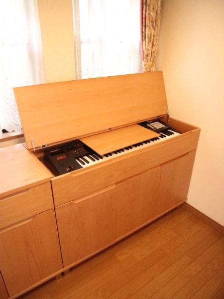 電子ピアノ台 前扉を閉じた状態