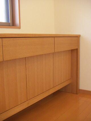 飾り棚付きデスク風サイドボード 一段下がった扉部分