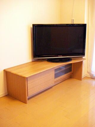 天板だけヘの字型のコーナーテレビボード