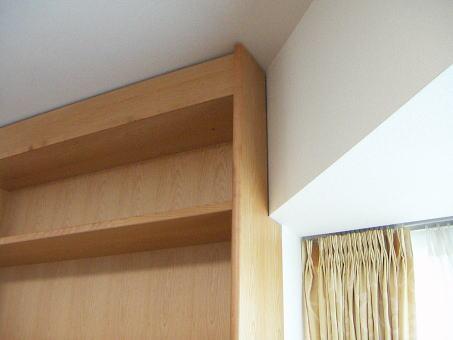斜めの梁と家具の納まり