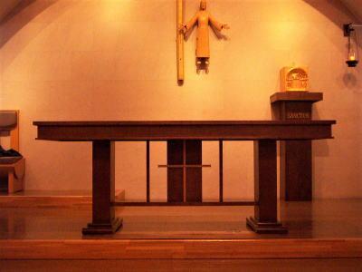 教会の祭壇と朗読台