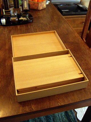 お盆型仏壇 仕切板を畳んだ状態