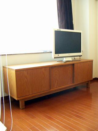 テレビ台兼用オーディオボード 全ての扉を閉じた状態