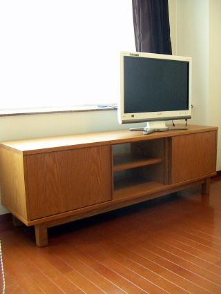 テレビ台兼用オーディオボード 中央の引戸を開いた状態