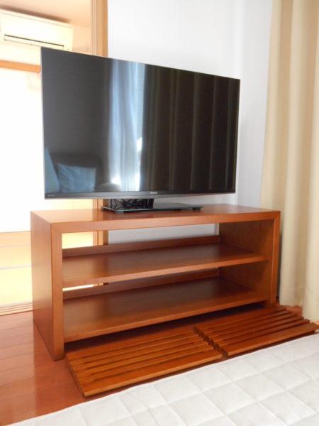 扉を外した状態のテレビボード