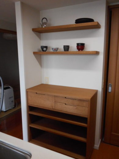 壁付け棚板とキッチン収納棚