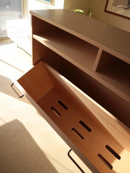 布団収納の通気孔の有る底板部分