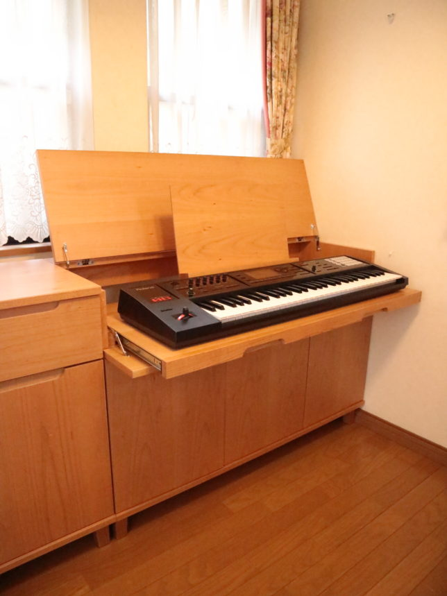 サイドボード型電子ピアノ台