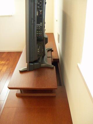 テレビとの配線用の孔
