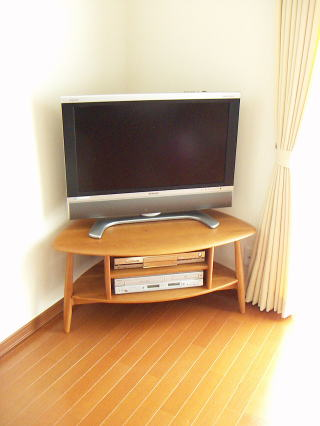 丸みのあるコーナーテレビ台