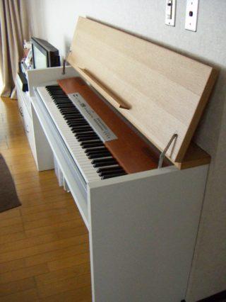 デスクにもなる電子ピアノ台