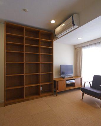 ローボードと書棚