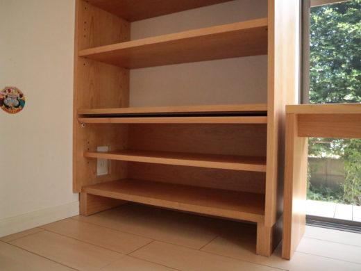 書棚の内部